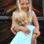 Barnbarnsbarnen Olivia & Ebba. Foto: Anna Hildingson Edling
