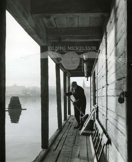 Vid fiskebodarna i Hudiksvall, 16-17 november 1954.