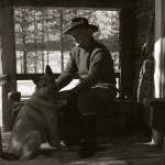Viksten vid verandan, Nicko med 17/4 -58. Foto Hilding Mickelsson
