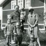 Familjen Viksten hemma vid Kronbacka (repro)