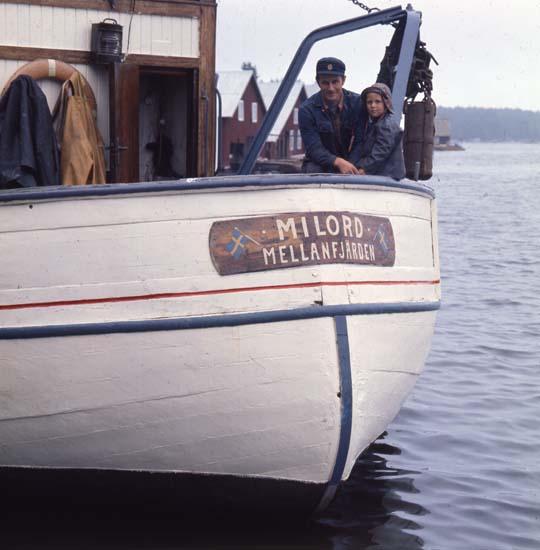 M 42 655:Fisketrålen Milord, Mellanfjärden, Jättendal,1970. Einar (t.v. i bild) ägare av båten. Foto Hilding Mickelsson