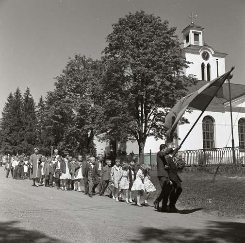 M 93545 Skolavslutning Glösbo, 9/6 1956. Foto: Hilding Mickelsson