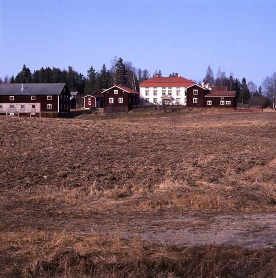 """M 24 786: """"Pallars i Långhed, Alfta, är en av de storgårdar som"""