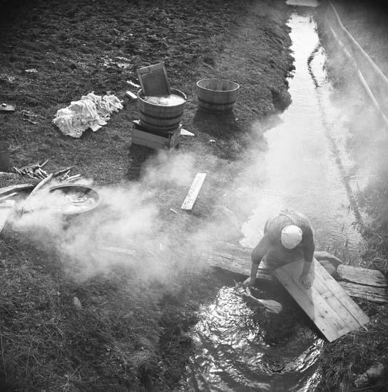 M 67463 Tvätt o rök vid bäck, Kilen – Runemo, Bollnäs. Foto: Hilding Mickelsson