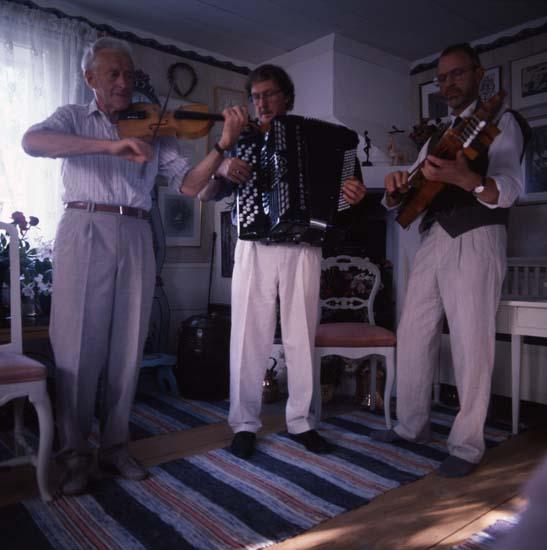 M 59 184: Spelmännen m Gunnar (efter 16/ 6 -93) (Admin anm: Hemma hos Hilding Mickelsson, Sunnanåker Glössbo) Foto: Hilding Mickelsson