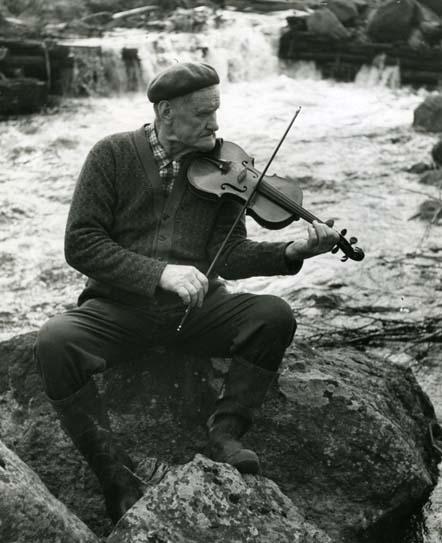 M 6 719: Olof Nordén skicklig riksspelman och låtkompositör från Nordsjö Arbrå. Han lämnade ca 200 komp. egna fina låtar efter sig. Foto: Hilding Mickelsson