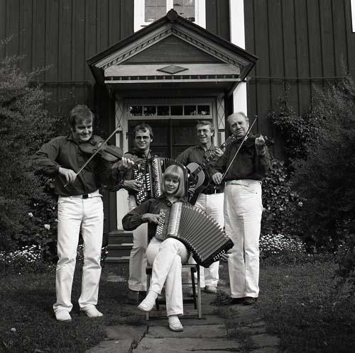M 85 069: Hugo Westlings spelgäng, sönd. 23/8 -81. (Admin anm: Hemma hos Hilding Mickelsson, Sunnanåker Glössbo) Foto: Hilding Mickelsson