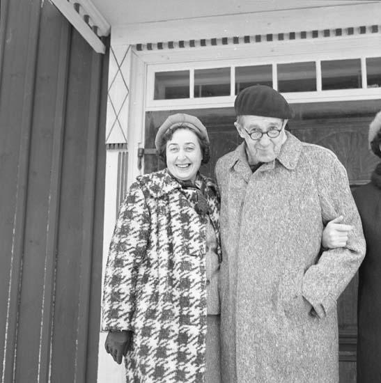 M 69 179:Berna o Olle Svensson (o Adelé) här på Allhelgonahelgen 1969. Foto: Hilding Mickelsson