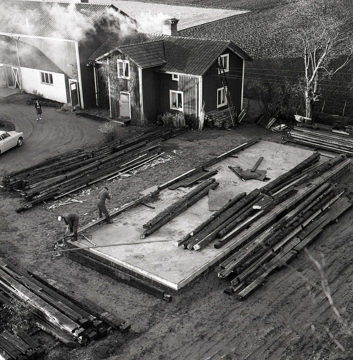 Här gjuts grunden, samt taket till källarvåningen. Foto: Hilding Mickelsson