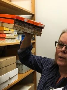 Alla anteckningar som Hilding skrivet på tillhörande kartonger och negativfickor avtecknas digital, men allt samlas även i museets samlingar.