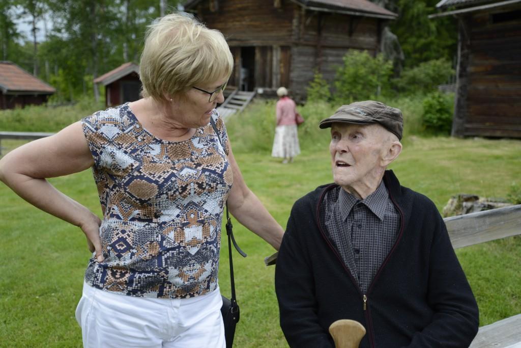Här träffas syskonen Ingrid och Lasse Mickelsson. Foto Anna Hildingson Edling